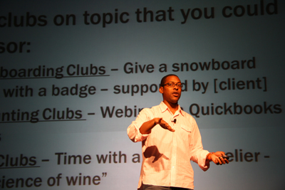 Wil Reynolds presenting about link building at MozCon