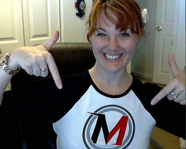 Cindy Krum points her fingers at her MobileMoxie t-shirt.